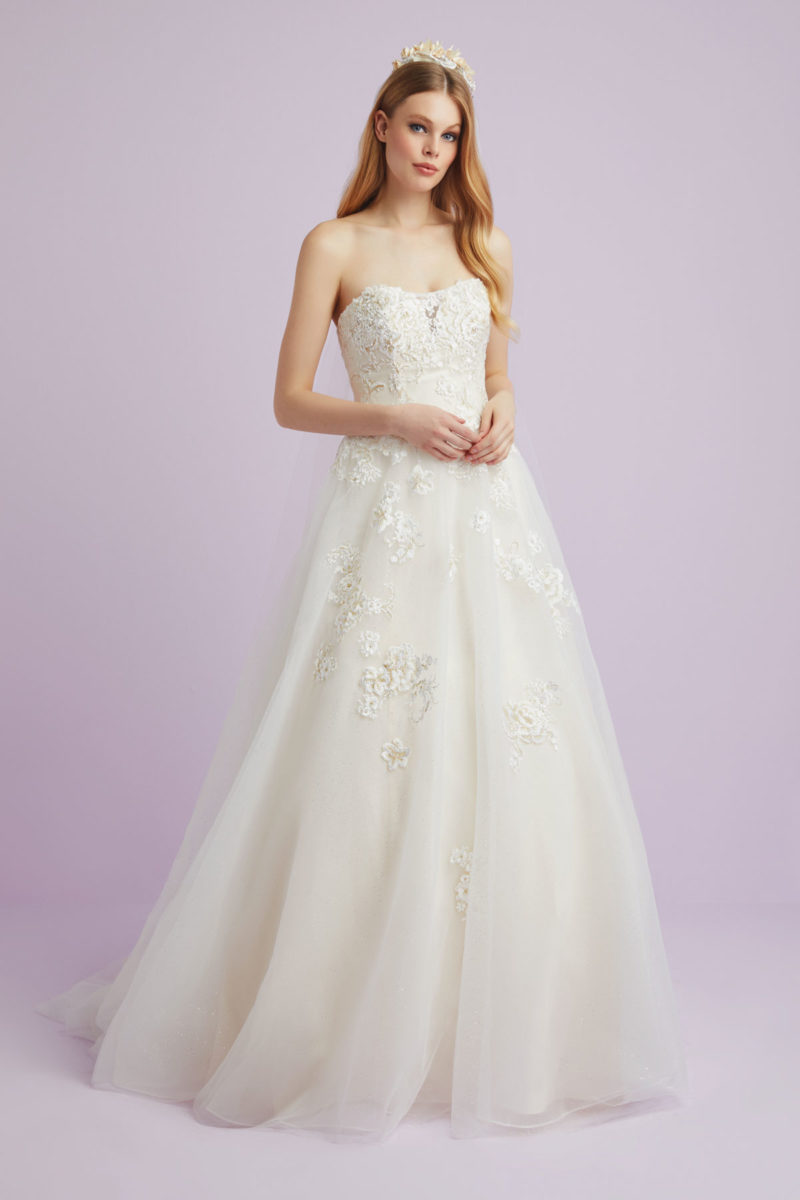f889d6c711 Showstopping Wedding Dresses