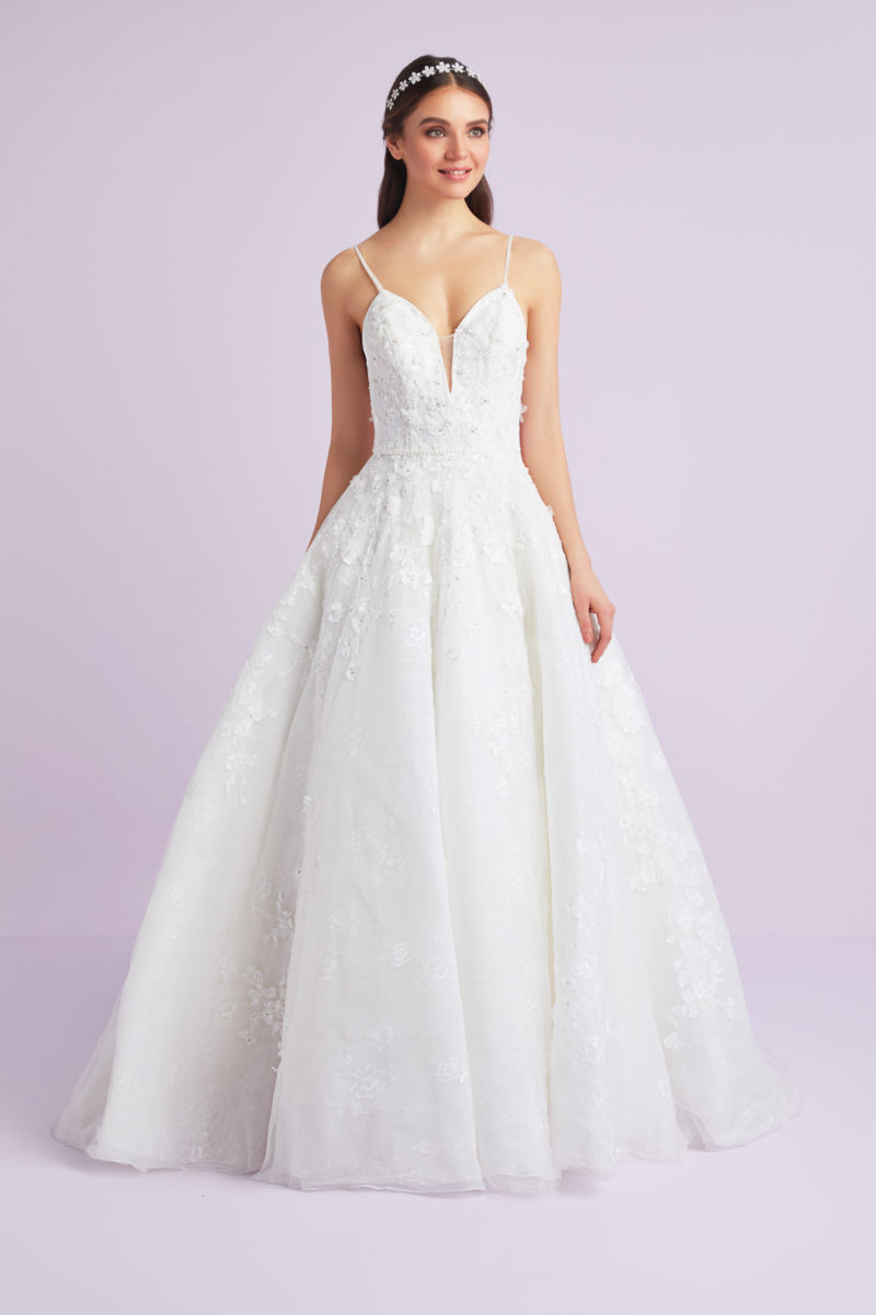 6a18f67ef8 Showstopping Wedding Dresses